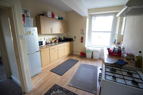 4 bedroom flat - Woodville Road, Cathays, Cardiff, CF24
