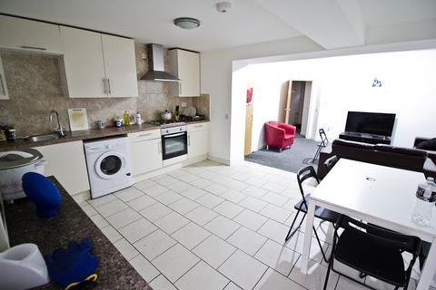 5 bedroom terraced house to rent - Moira Street, Adamsdown, Cardiff, CF24