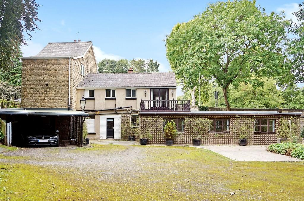 3 Bedrooms Detached House for sale in Bridge Road, Boston Spa, LS23