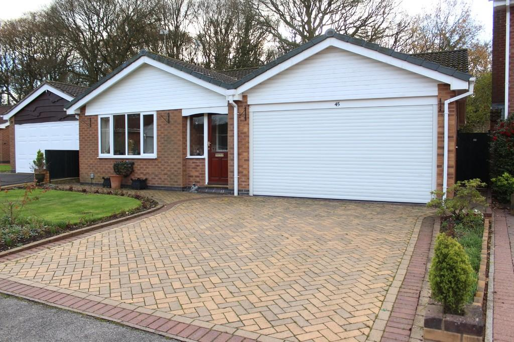 2 Bedrooms Detached Bungalow for sale in Bridge Meadow Drive, Knowle