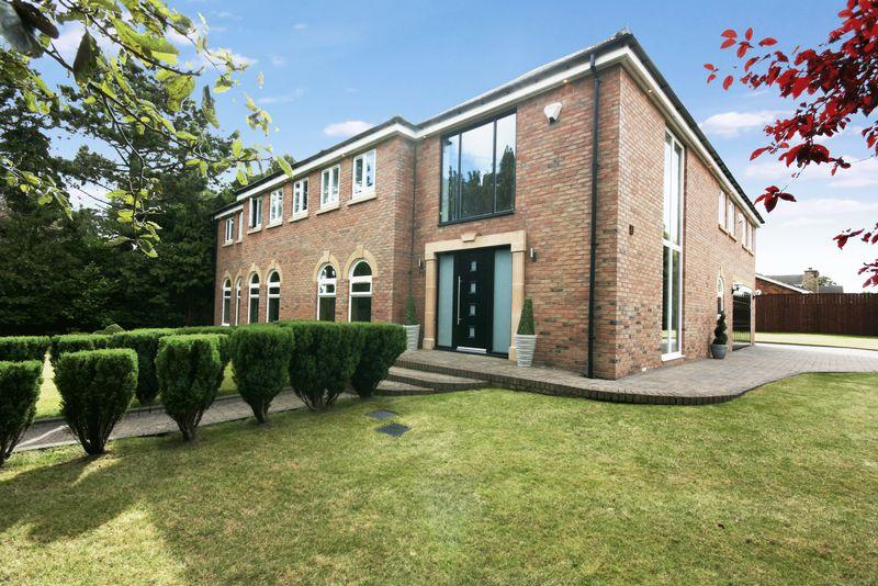 5 Bedrooms Detached House for sale in Runnymede Road, Darras Hall, Ponteland