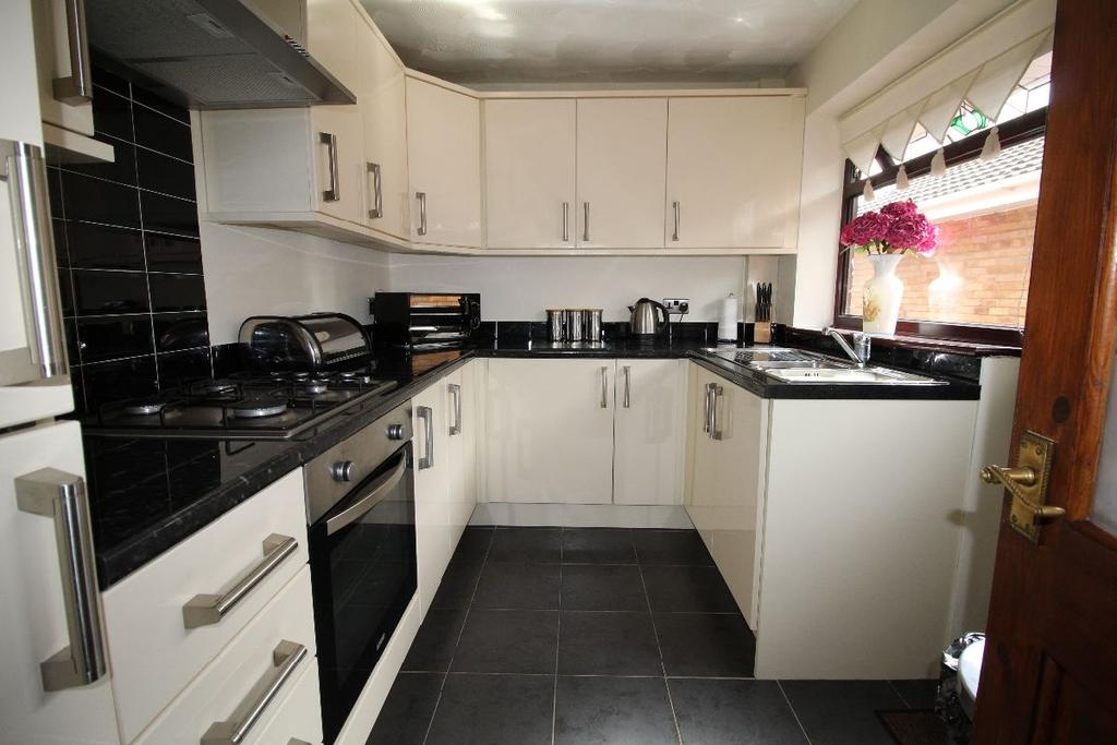 2 Bedrooms Bungalow for sale in Douglas Drive, Maghull
