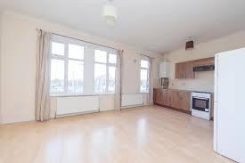1 Bedroom Flat for sale in Hale End Road, Highams Park, Chingford, London E4