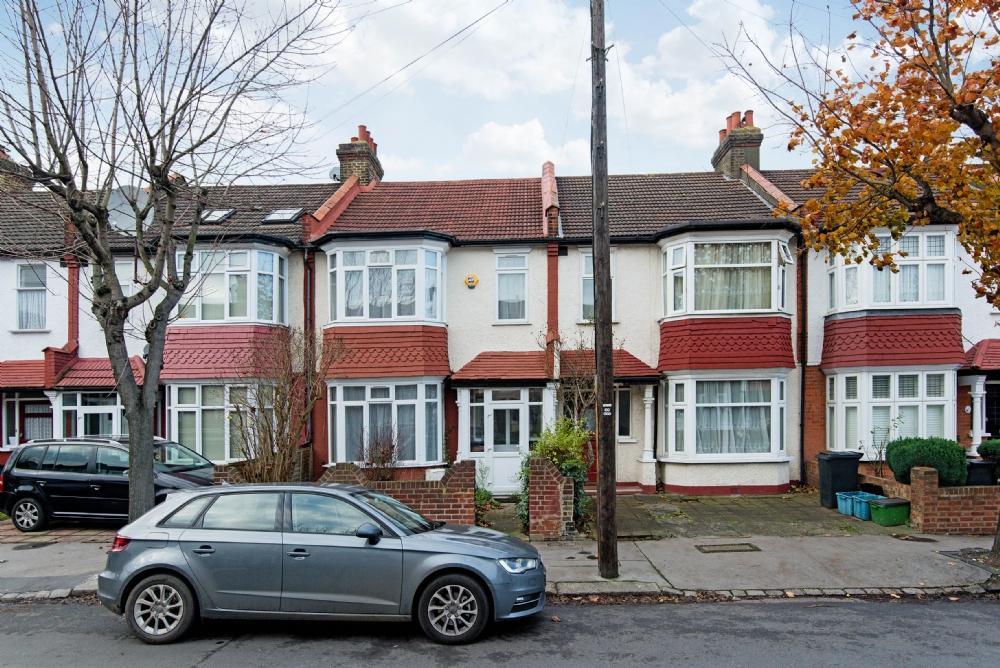 3 Bedrooms Terraced House for sale in Strathyre Avenue, Norbury, SW16 4RG