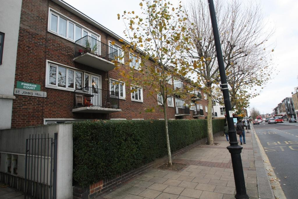 3 Bedrooms Apartment Flat for sale in Fineran Court, St John Hill, London, SW11