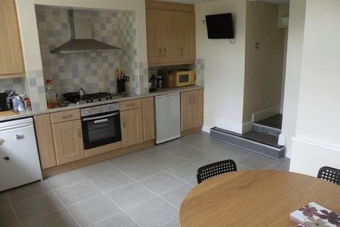 8 bedroom terraced house to rent - Wood Lane, Leeds