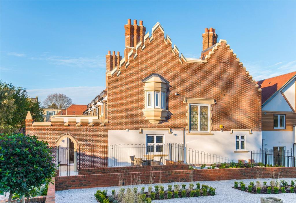 2 Bedrooms Flat for sale in Scholars Place, South Park Drive, Gerrards Cross, Buckinghamshire