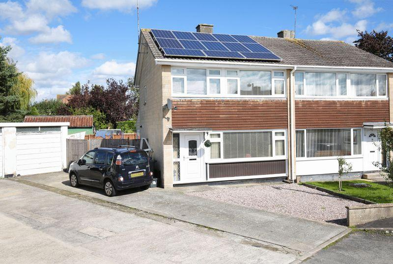3 Bedrooms Semi Detached House for sale in Winterslow Road, Trowbridge