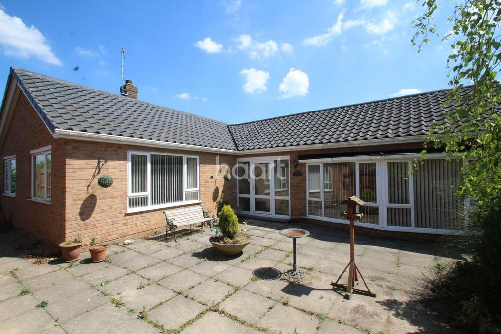 3 Bedrooms Bungalow for sale in Main Street, Kirkby Green, Lincoln, LN4