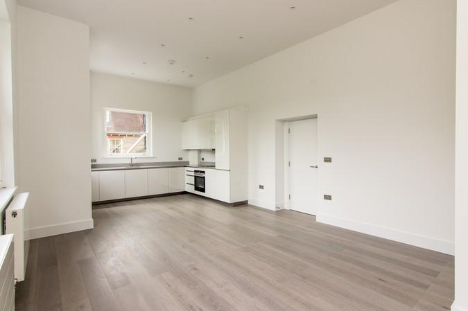 2 Bedrooms Flat for sale in Flat 4, North Common Road, Ealing