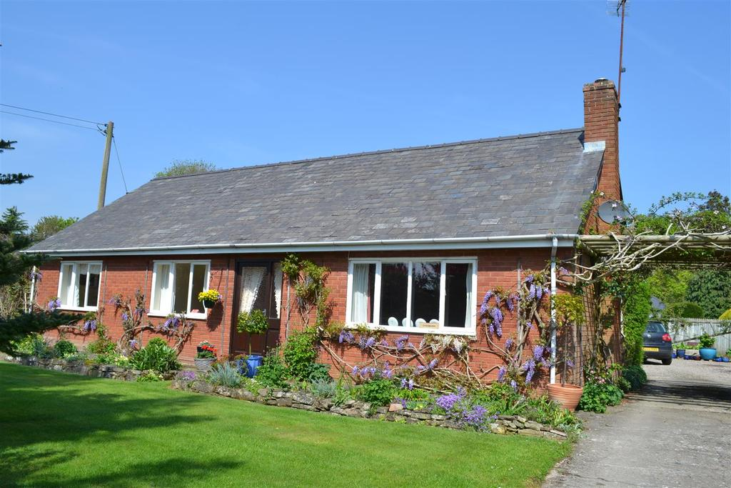 5 Bedrooms Detached Bungalow for sale in School Lane, Eardisland