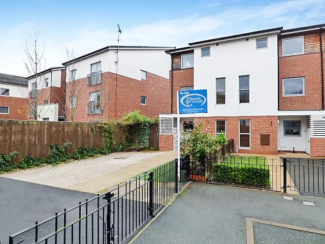 3 Bedrooms Mews House for sale in Denbigh Court, Castlefields, Runcorn
