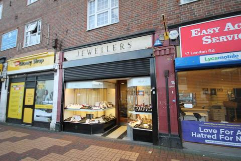 Retail property (high street) to rent - London Road, Morden