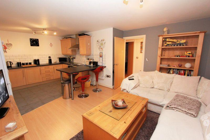 2 Bedrooms Apartment Flat for sale in The Quays, Burscough
