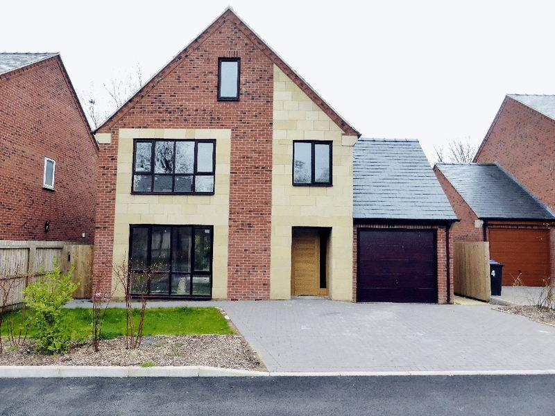 5 Bedrooms Detached House for sale in Mount Square, Leek, Staffordshire