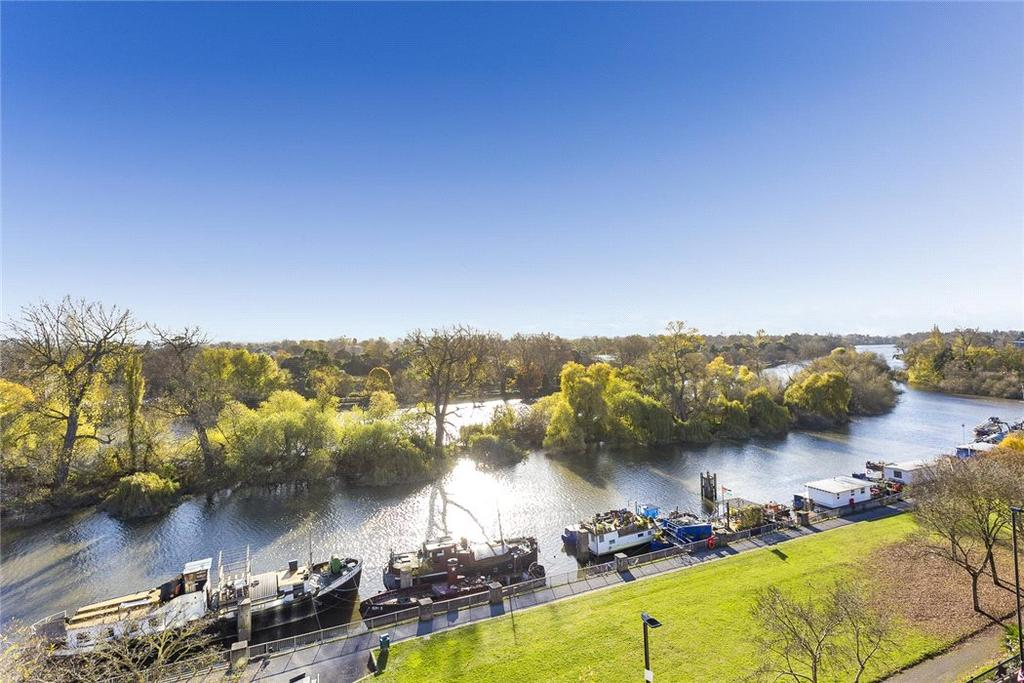 3 Bedrooms Penthouse Flat for sale in Holland Gardens, Brentford, TW8