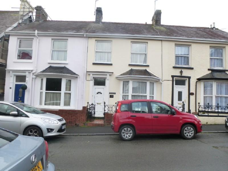3 Bedrooms Terraced House for rent in 13 Latimer Road, Llandeilo, Carmarthenshire.