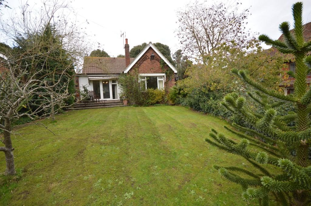 3 Bedrooms Detached Bungalow for sale in Bourne Road, Colchester