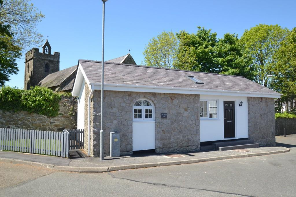 2 Bedrooms Detached Bungalow for sale in Maes Athen, Llanerchymedd, North Wales