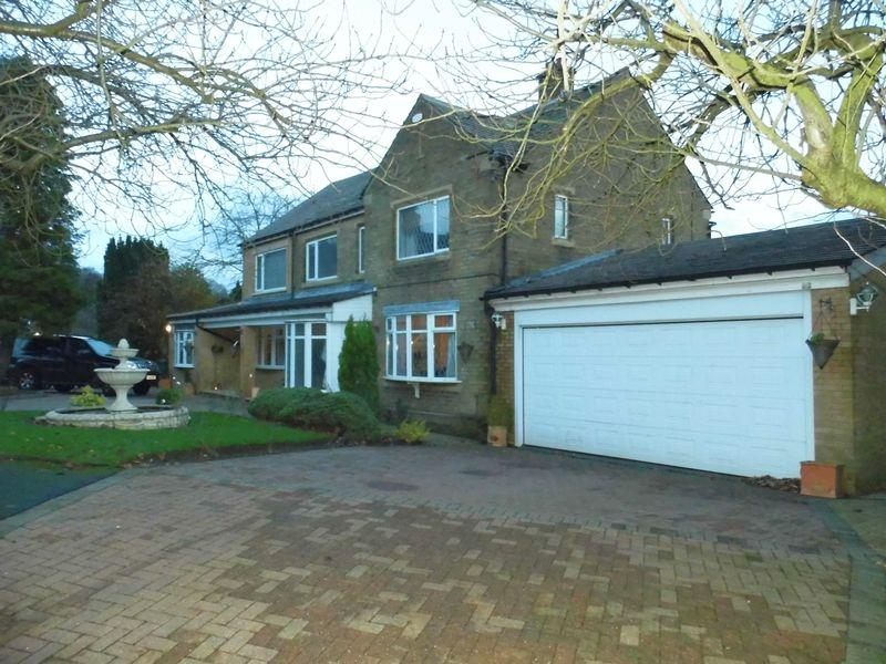 5 Bedrooms Detached House for sale in Yew Tree Crescent, Bradford
