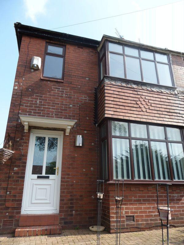 3 Bedrooms Semi Detached House for sale in 134 Stoneleigh Street OLDHAM