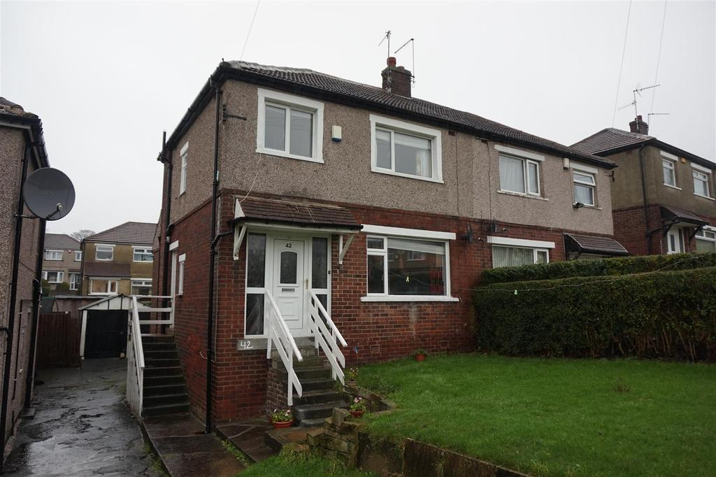 3 Bedrooms Semi Detached House for sale in Ashbourne Way, Bolton, Bradford, BD2 4DT