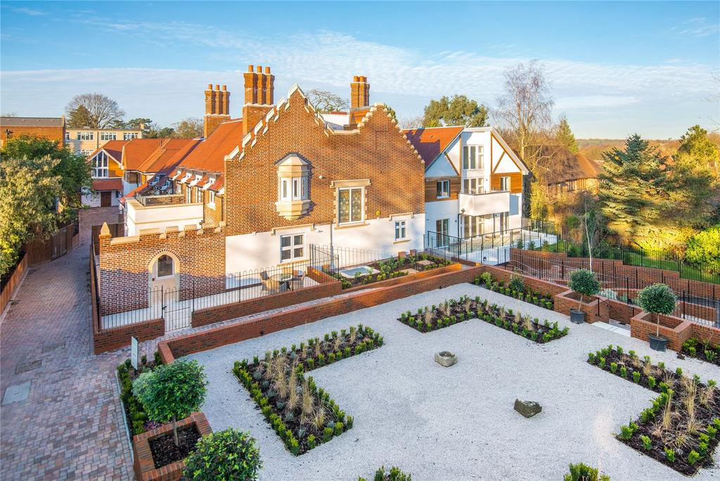 2 Bedrooms Penthouse Flat for sale in Scholars Place, South Park Drive, Gerrards Cross, Buckinghamshire