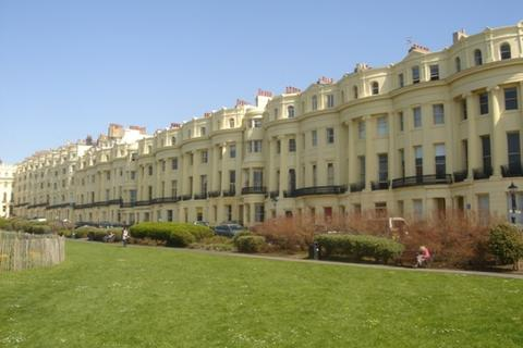 Property to rent - Brunswick Square, Hove