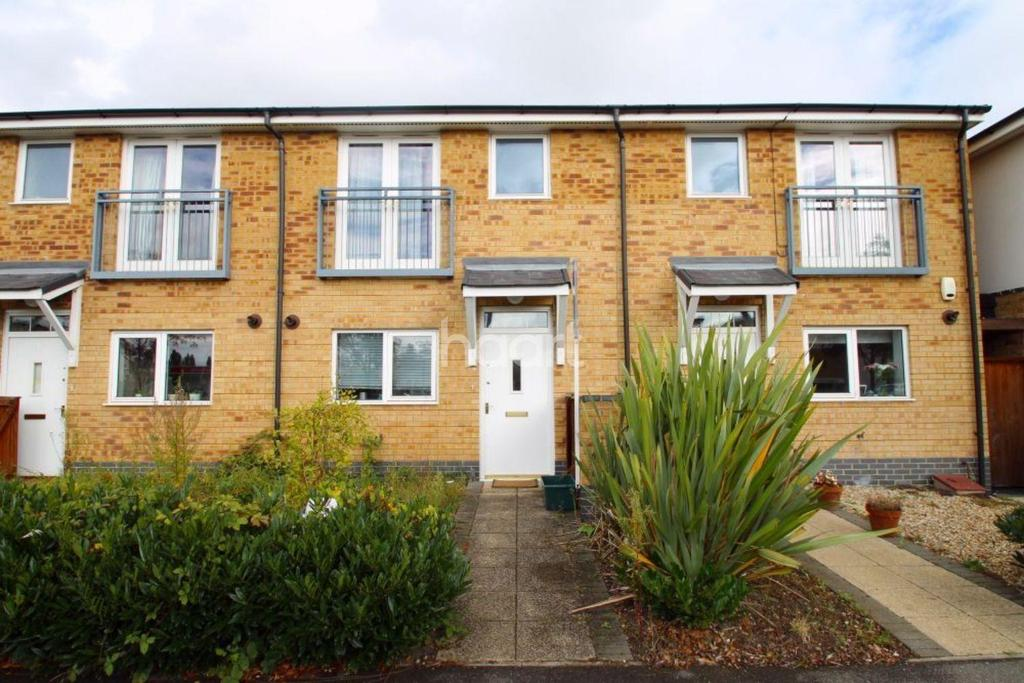 3 Bedrooms Terraced House for sale in Taywood Road
