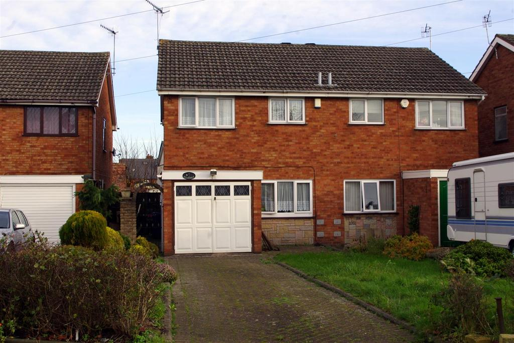 3 Bedrooms Semi Detached House for sale in Lawrence Lane, Cradley Heath