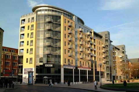 2 bedroom apartment to rent - Queens Court, 55 Queens Dock Avenue, Hull, East Yorkshire, HU1 3DR