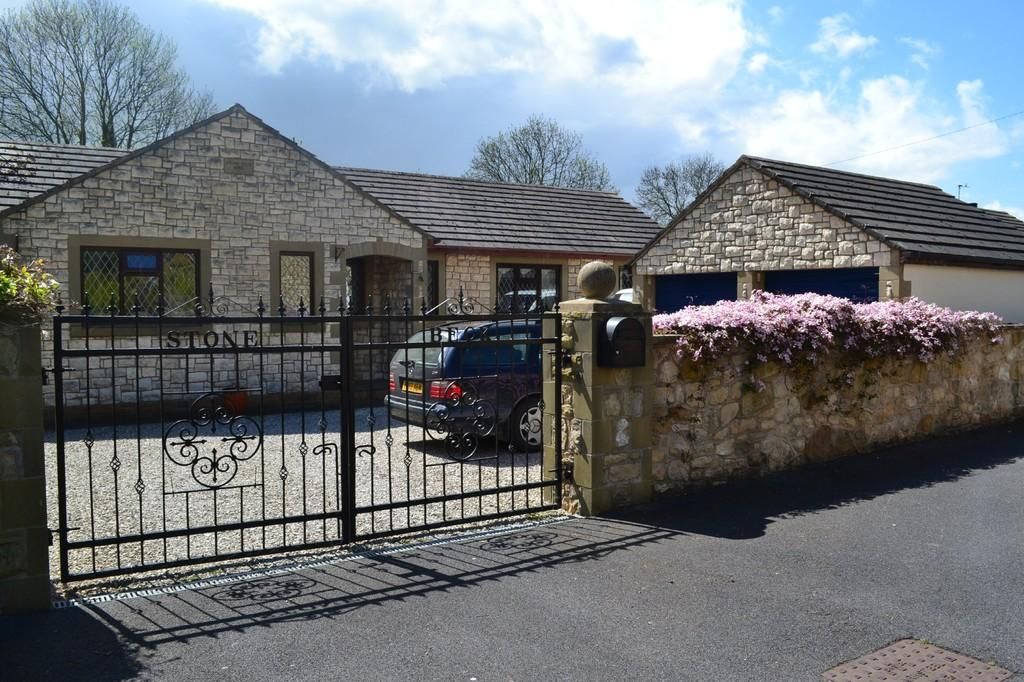 4 Bedrooms Detached Bungalow for sale in Tom Wood Ash Lane