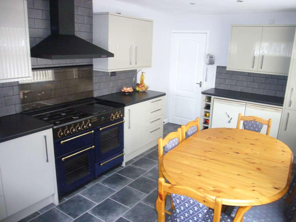 4 Bedrooms Semi Detached House for sale in Hambleton Avenue, Redcar