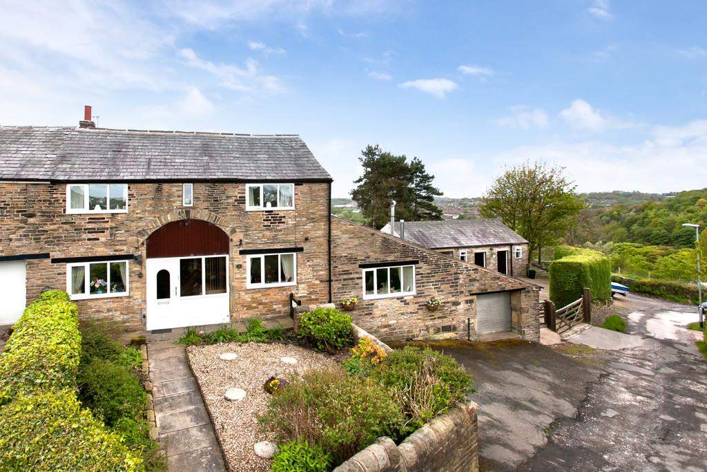 3 Bedrooms Barn Conversion Character Property for sale in The Barn, Higher Park, Shaw
