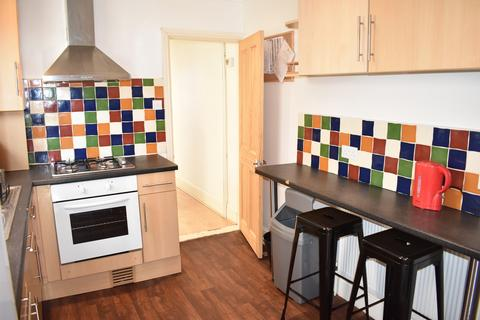 4 bedroom terraced house to rent - Beatrice Road, Southsea
