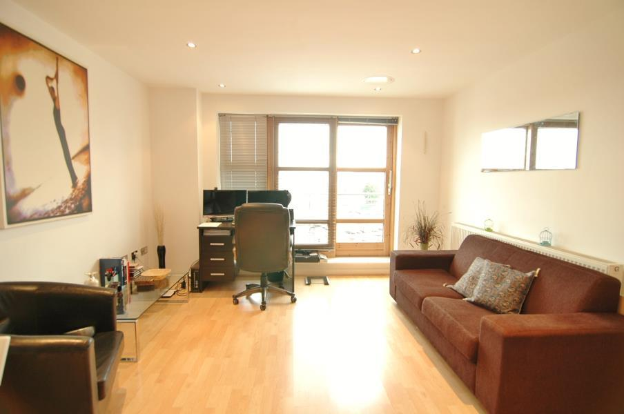 2 Bedrooms Apartment Flat for sale in BALMORAL PLACE, BOWMAN LANE, LEEDS, LS10 1HQ
