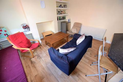 4 bedroom house to rent - 9 Harold Walk