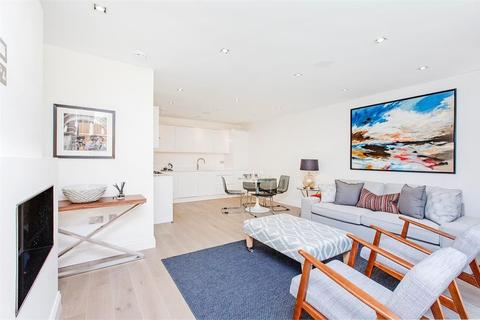 3 bedroom end of terrace house to rent - Mayfair Mews, Balham Grove