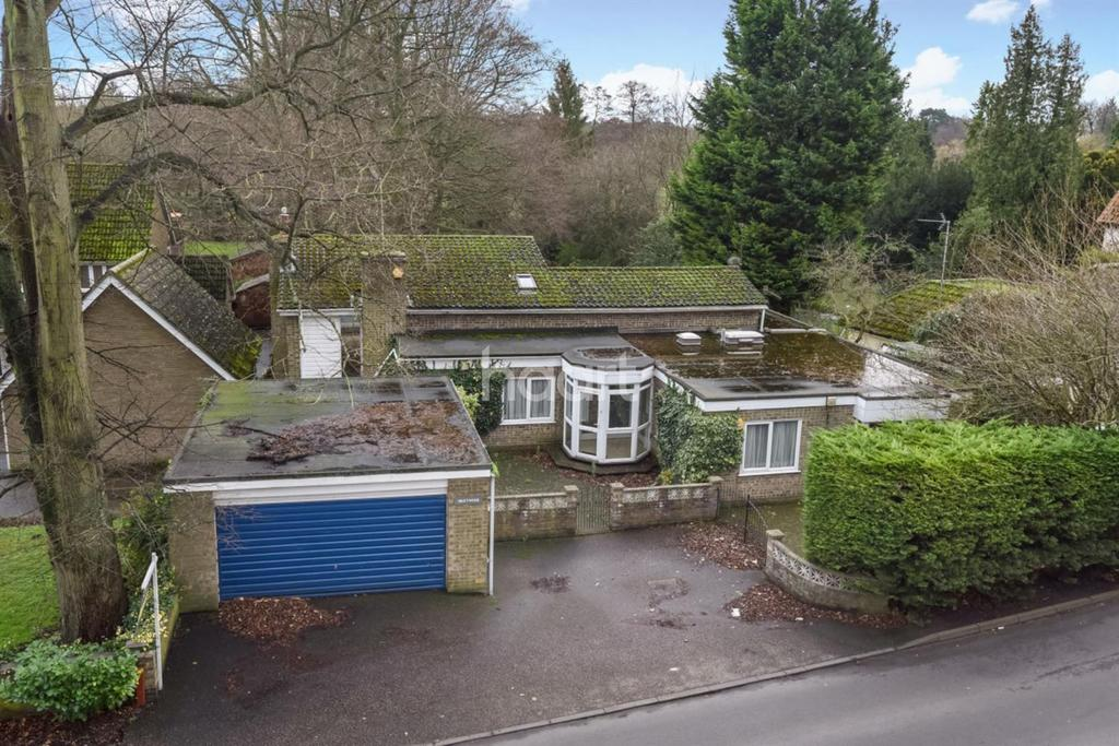 4 Bedrooms Detached House for sale in Castle Lane, Thetford