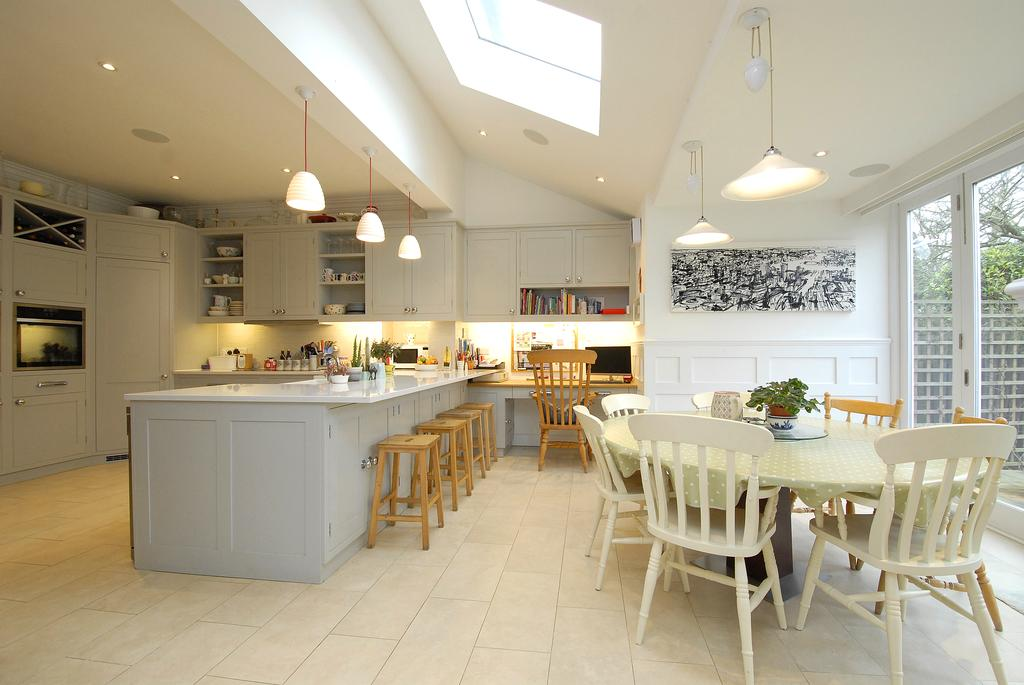 6 Bedrooms Semi Detached House for sale in Half Moon Lane