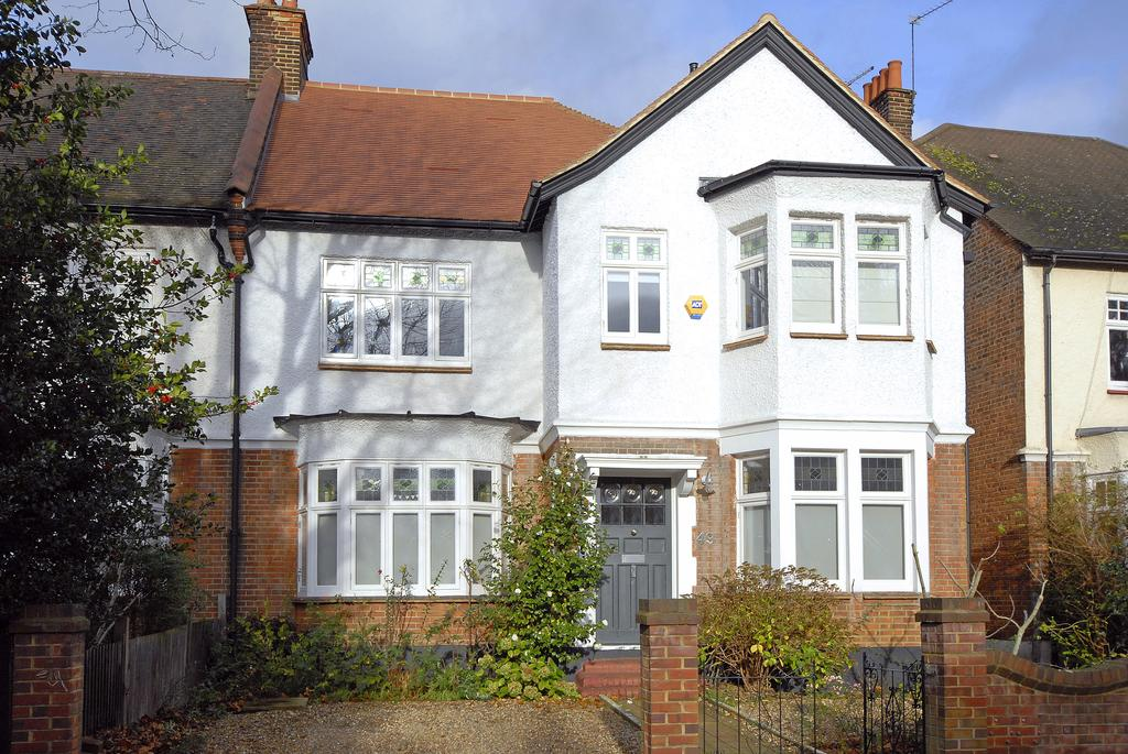 6 Bedrooms Semi Detached House for sale in Half Moon Lane ,