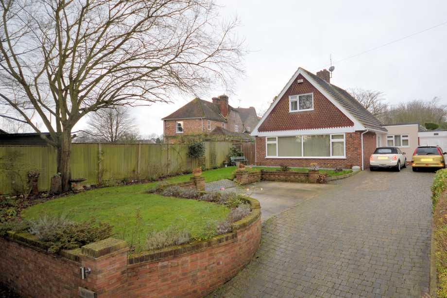 3 Bedrooms Detached House for sale in Boughton Lees, TN25