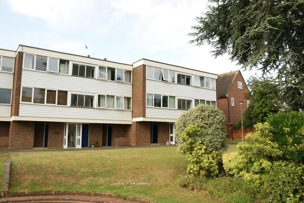 2 Bedrooms Apartment Flat for rent in The Limes, Ingatestone, Essex, CM4