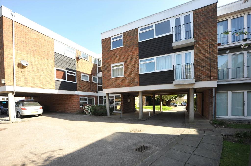 2 Bedrooms Apartment Flat for sale in Ardleigh Court, Hutton, Essex, CM15