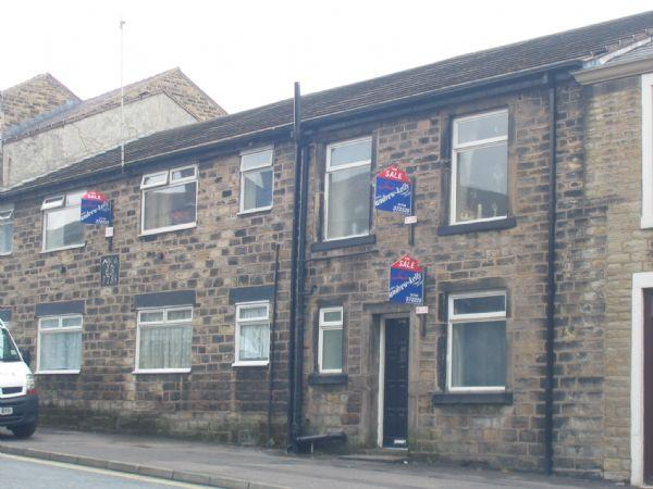 1 Bedroom Apartment Flat for sale in Church Street, Littleborough. First floor flat in a central location, ideal investment property.