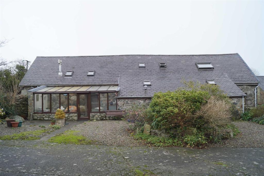 4 Bedrooms Detached House for sale in Llangybi, Pwllheli