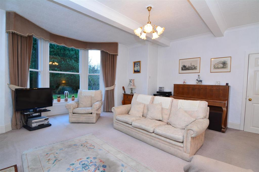 5 Bedrooms Detached House for sale in Swincar House, Walkers Row, Yeadon