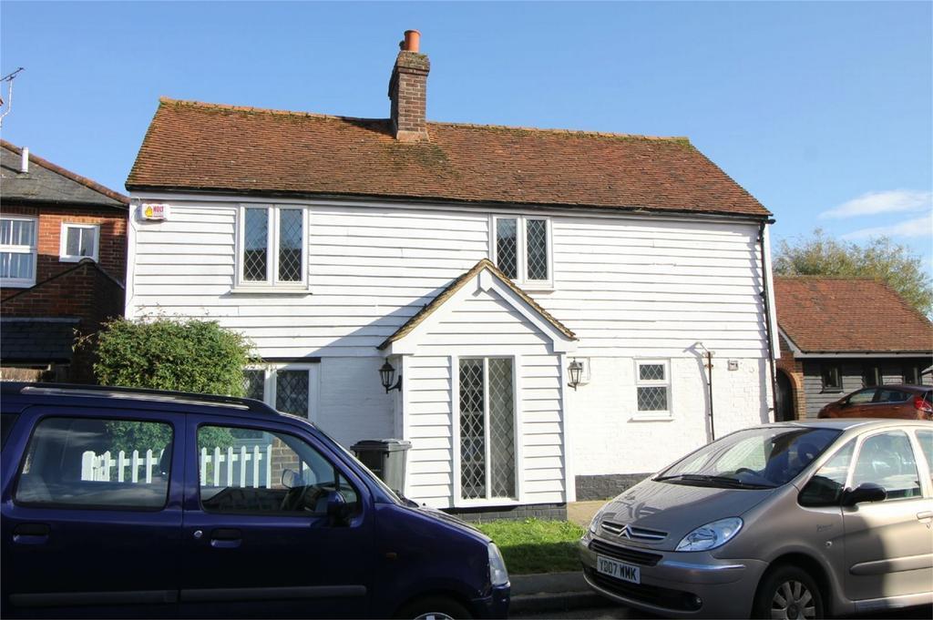 3 Bedrooms Detached House for sale in Rue de Bayeux, BATTLE, East Sussex