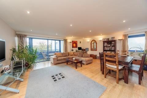 3 bedroom apartment to rent - York Mansions East, Temple Gardens, Brighton, BN1
