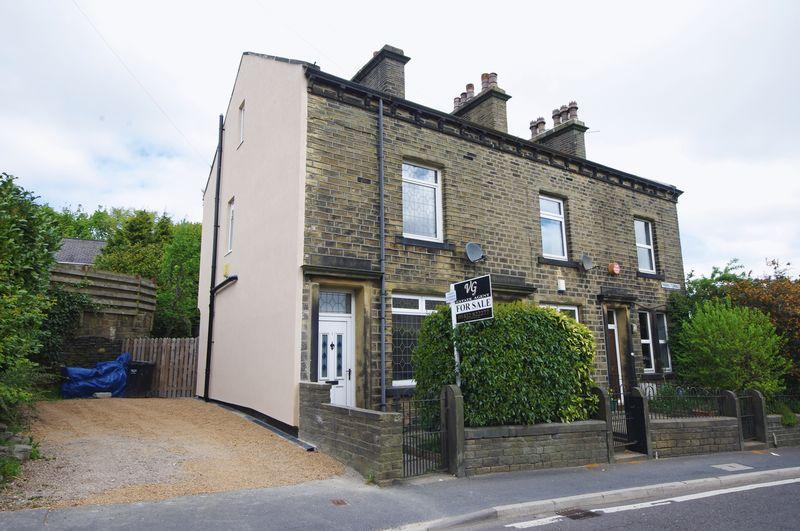 3 Bedrooms End Of Terrace House for sale in Priors Terrace, Stainland, HX4 9HG